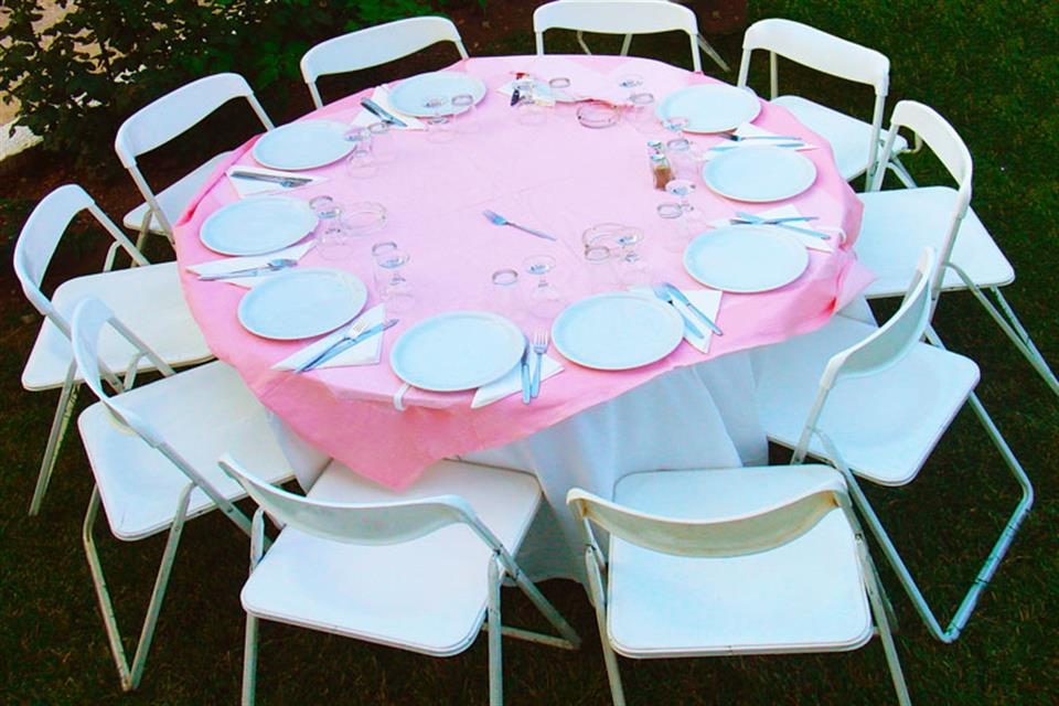Catering rentals table and chairs by Triki Fun