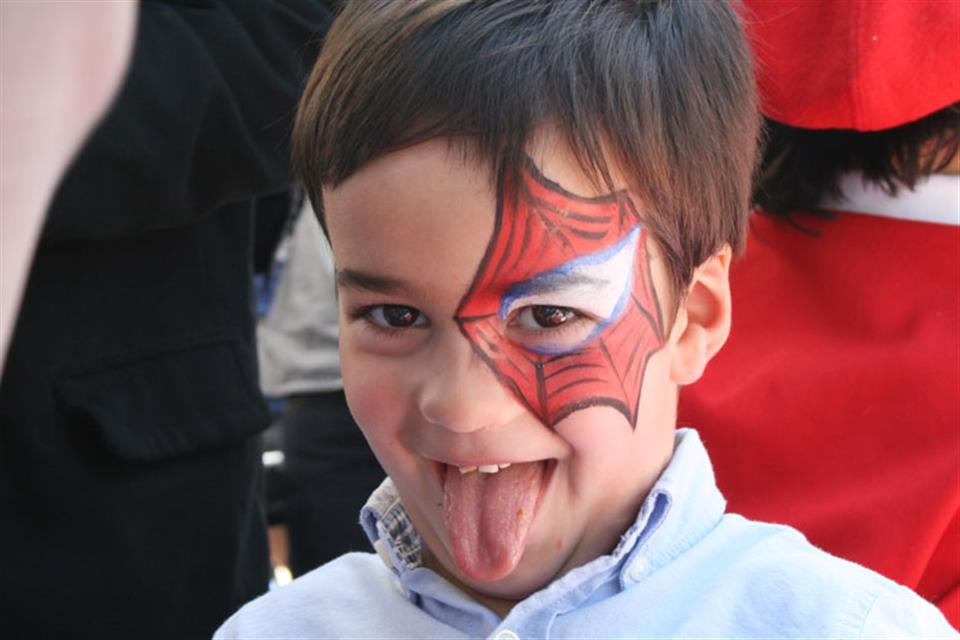 Spider eye face painting Triki Fun